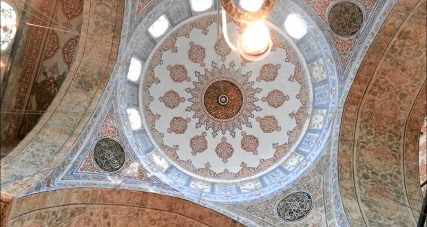 jumuah-inside-blue-mosque-istanb